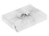 Ręczne pakowanie prezentu - srebrna metalizowana tasiemka, całość zapakowane w ozdobny papier
